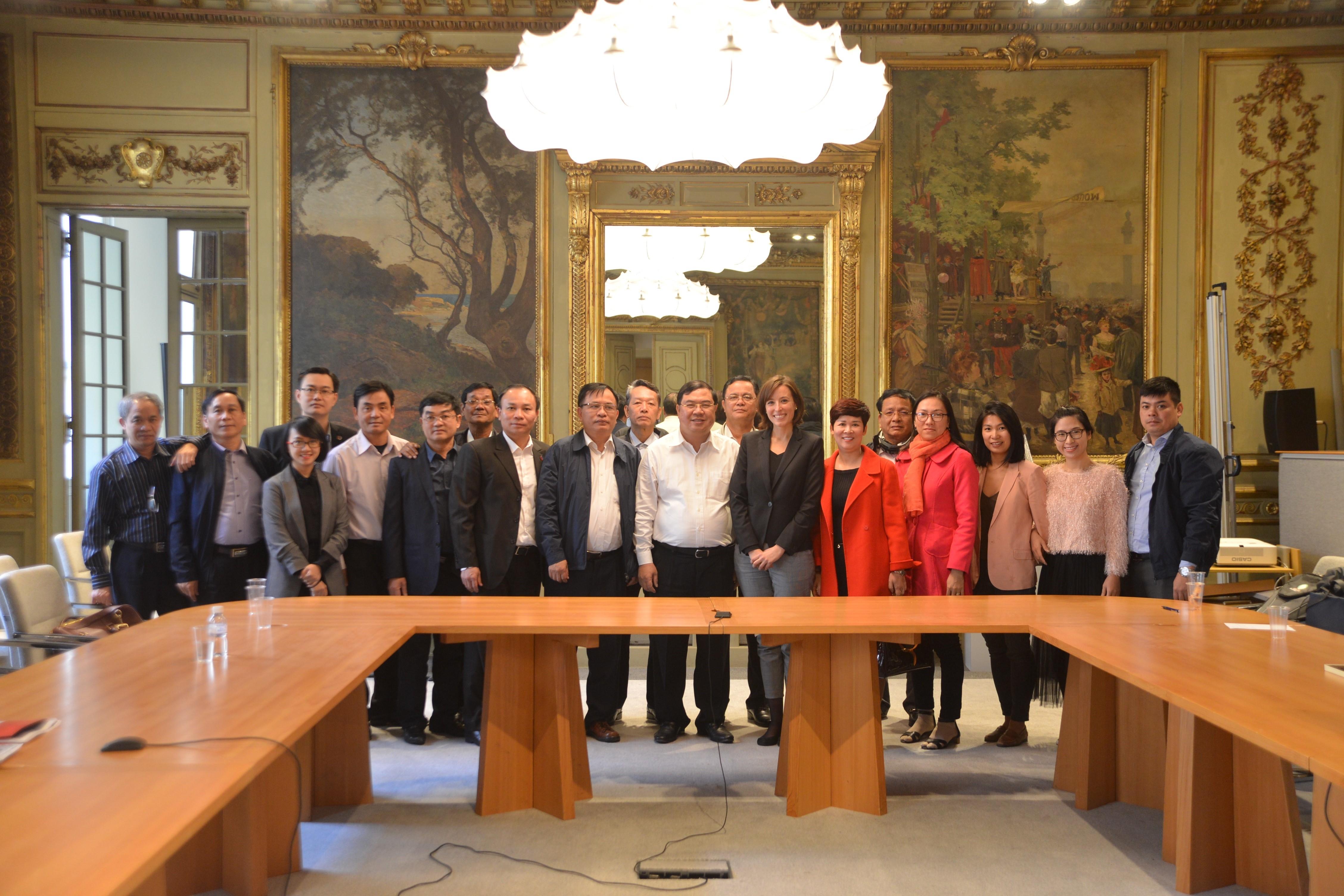 La Haute Autorité reçoit une délégation vietnamienne et un invité guinéen